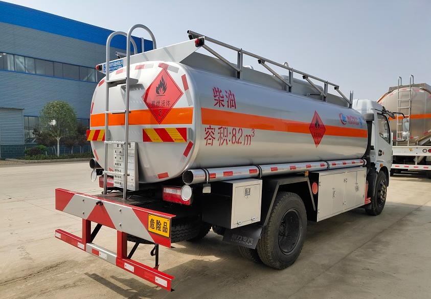 东风大多利卡9吨油罐车 (4)