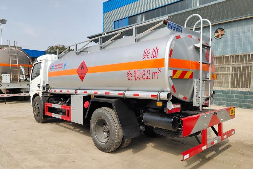 东风大多利卡9吨油罐车 (3)