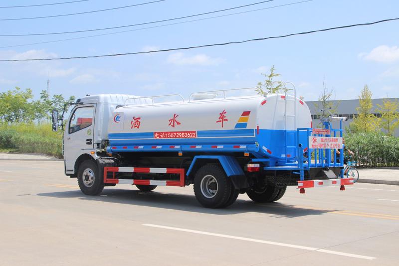 多利卡8吨洒水车_高清图片