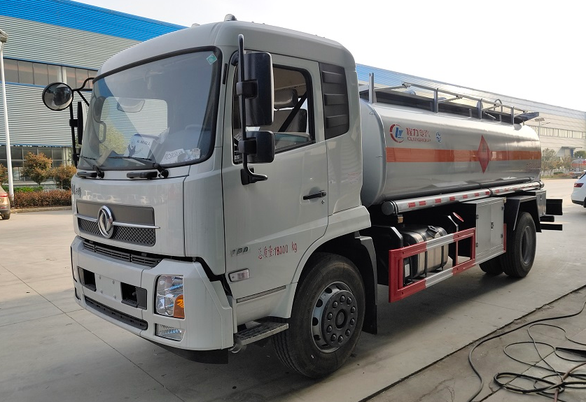 东风天锦12吨油罐车 (2)