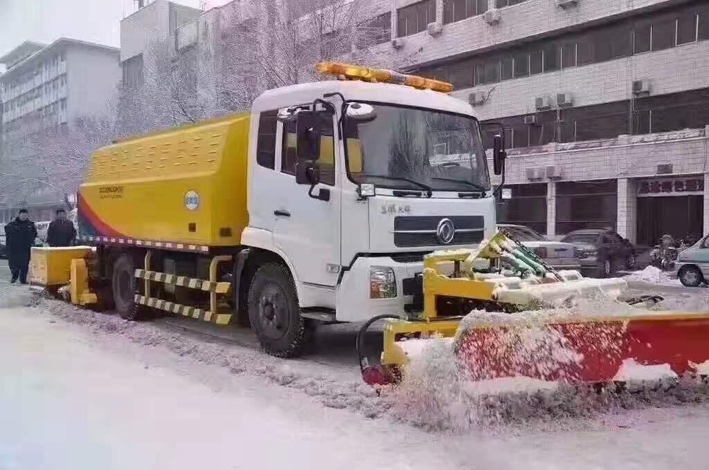 洒水车加装重型除雪滚扫视频