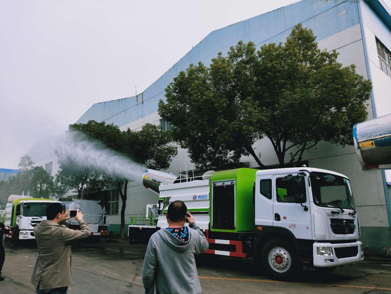 雾炮洒水车厂家侧喷和后洒效果视频环保抑尘降尘的好帮手视频
