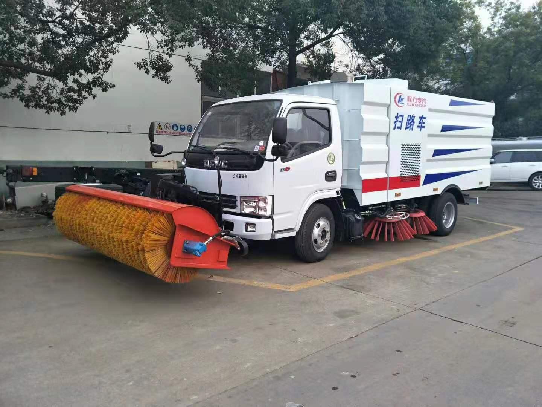 东风5方清扫车(带除雪滚)