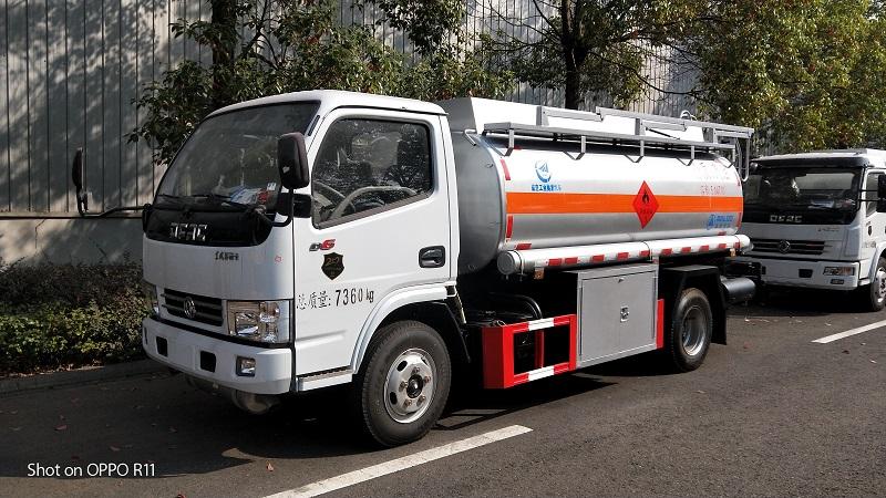 东风5吨油罐车包上户多少钱 厂家大量现车随提随走 视频视频