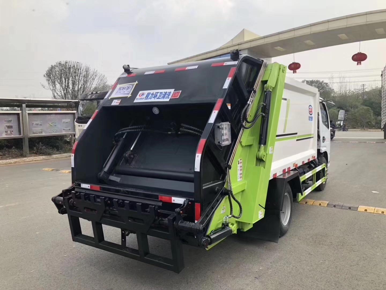 10方东风多利卡D9压缩垃圾车带摆臂视频