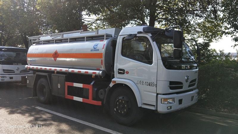 东风8.6方油罐车厂家直销卖多少钱  一年费用多少视频