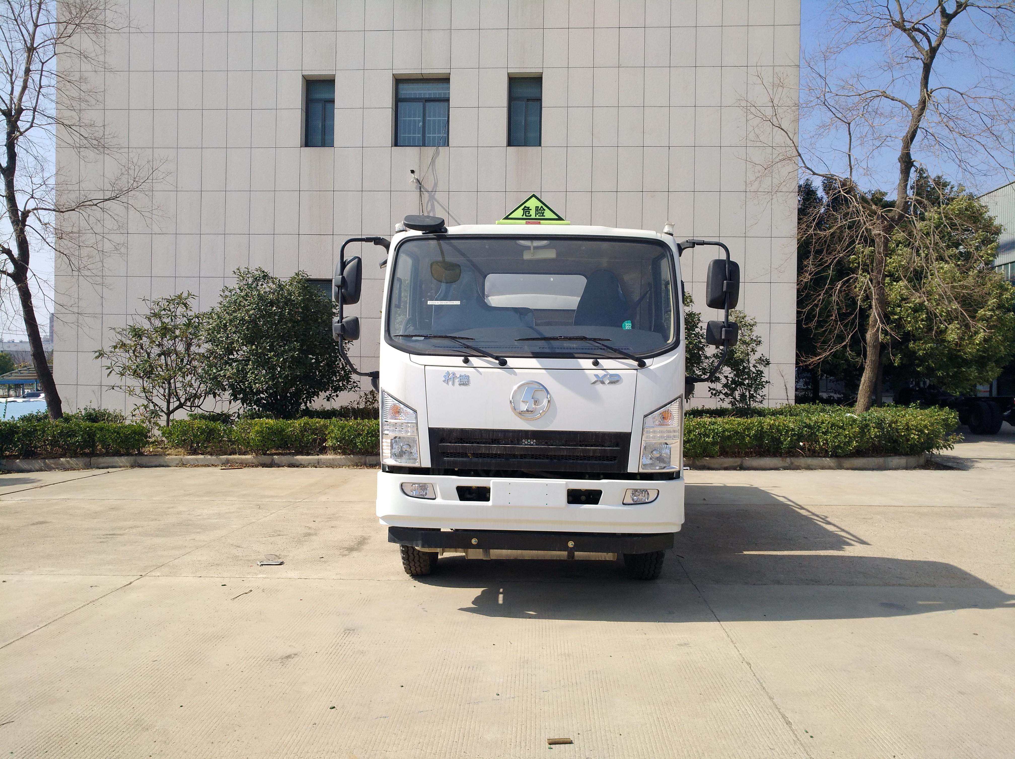 陕汽轩德8方6吨油罐车