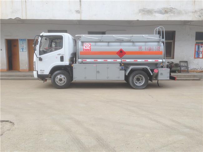 解放虎V5吨油罐车
