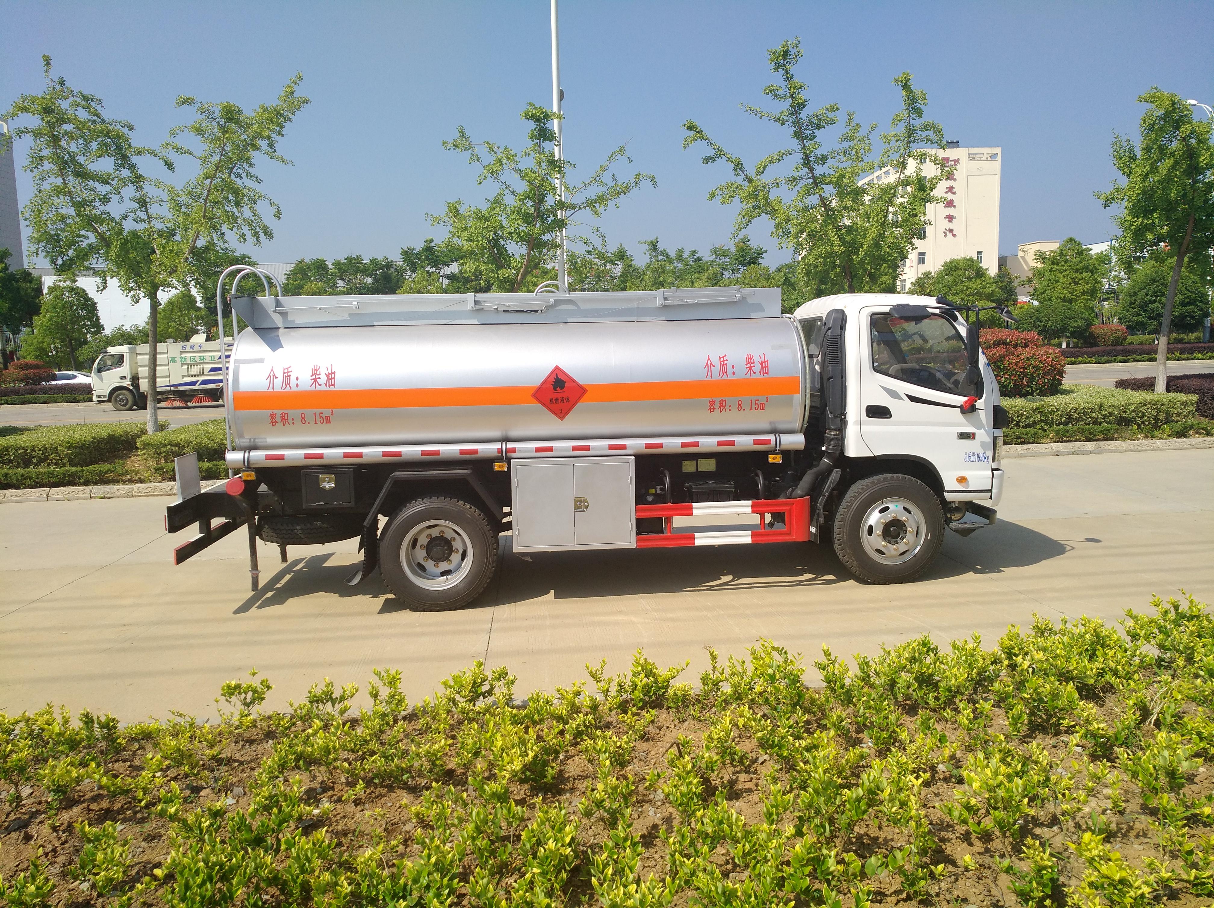 福田奥铃8吨油罐车
