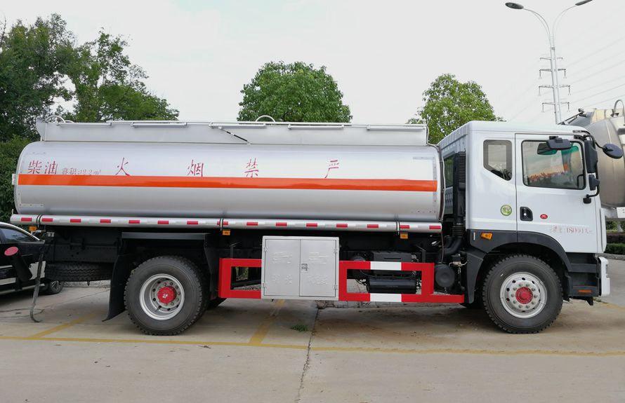 东风D9多利卡10吨油罐车
