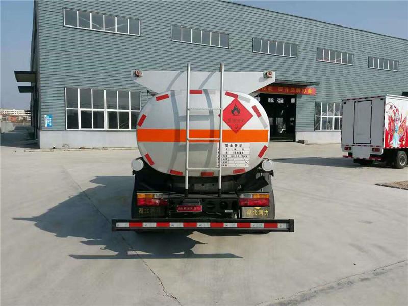 大运8吨油罐车