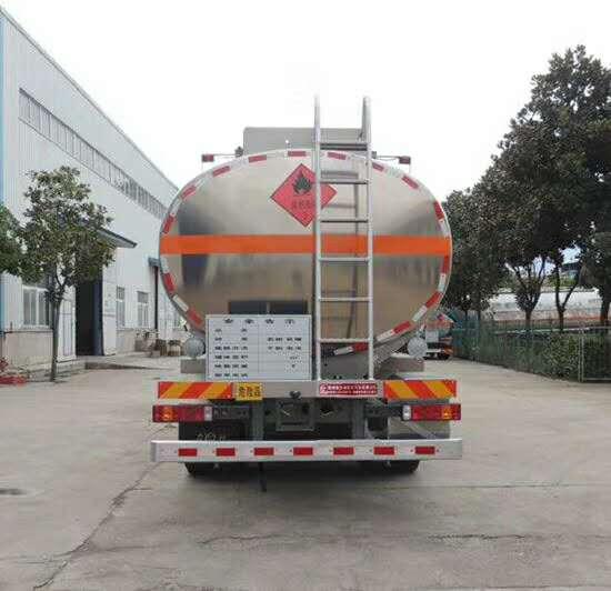 重汽汕德前四后八20吨油罐车