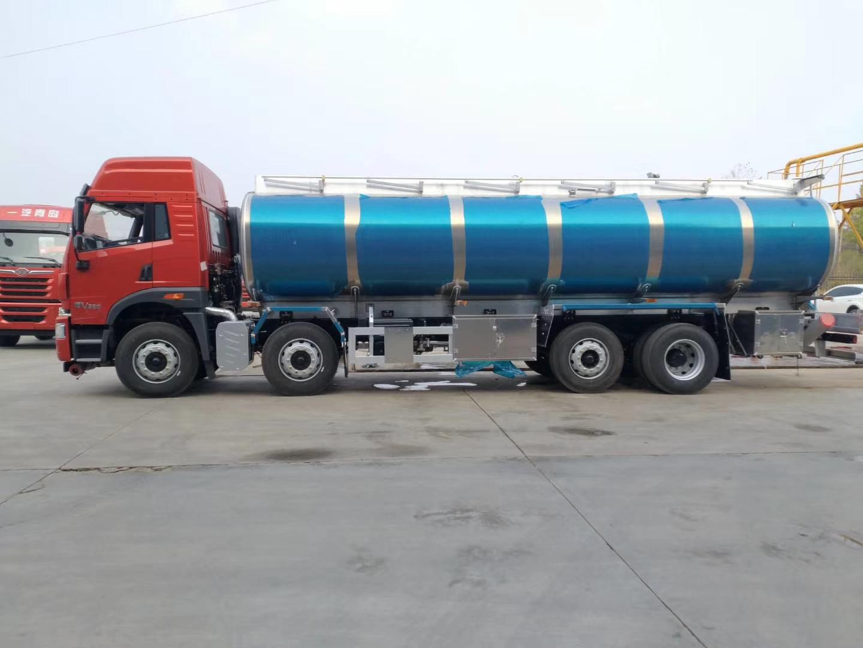 解放悍威前四后六20吨铝合金油罐车