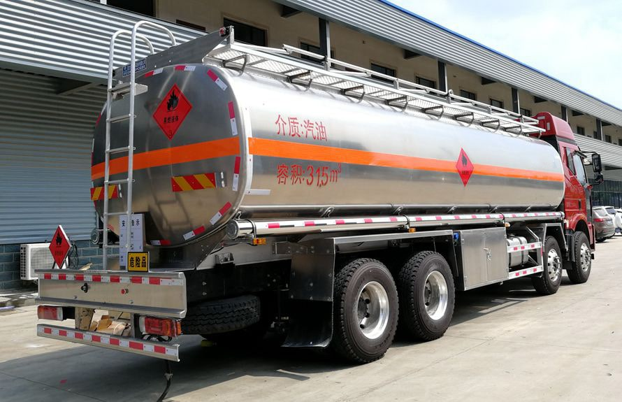 解放前四后八铝合金25吨油罐车