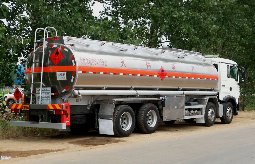 重汽豪沃20吨油罐车图片