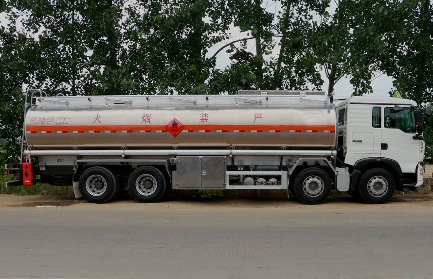 重汽豪沃20吨油罐车