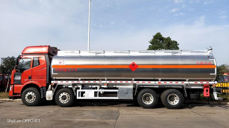 气囊悬挂可多拉一吨 解放8x4铝合金运油车厂家报价视频