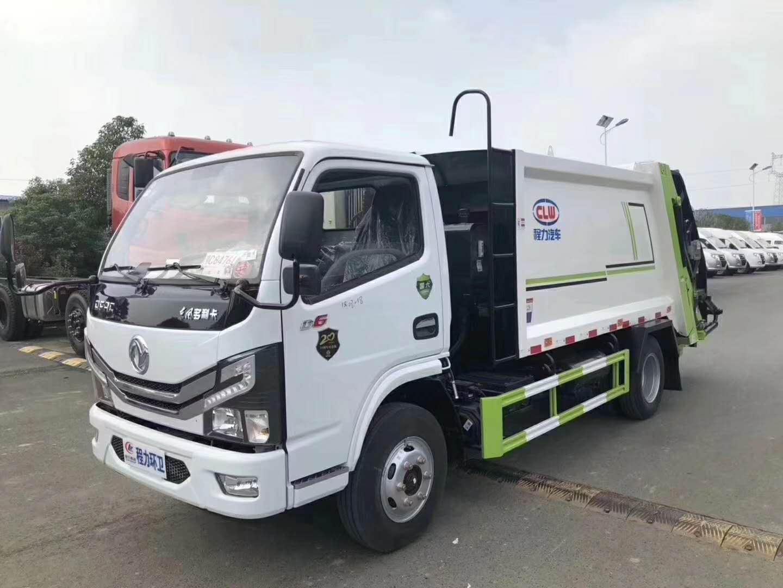 東風大多利卡國六8方壓縮垃圾車,后配三角斗,內掛2個240升國標垃圾桶。