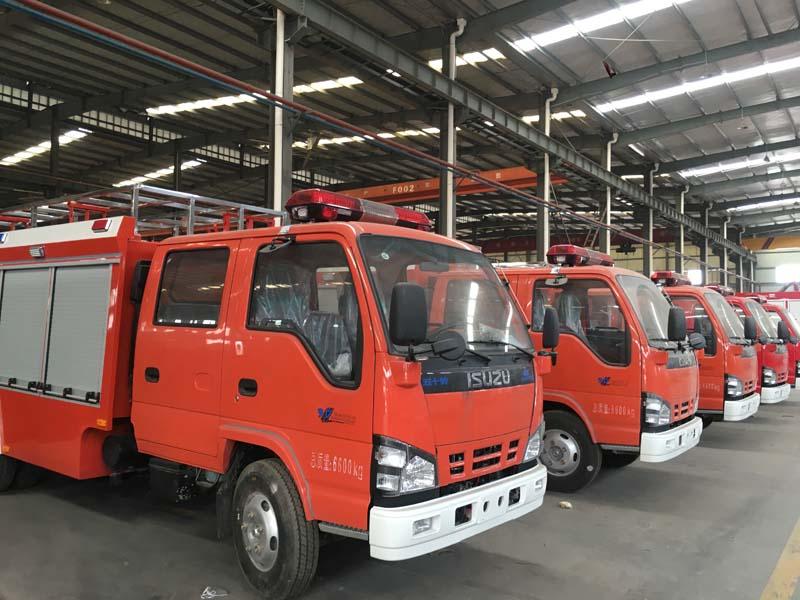 慶鈴五十鈴4噸水罐消防車