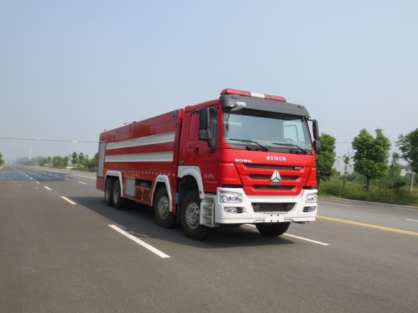 重汽前四后八水罐消防車