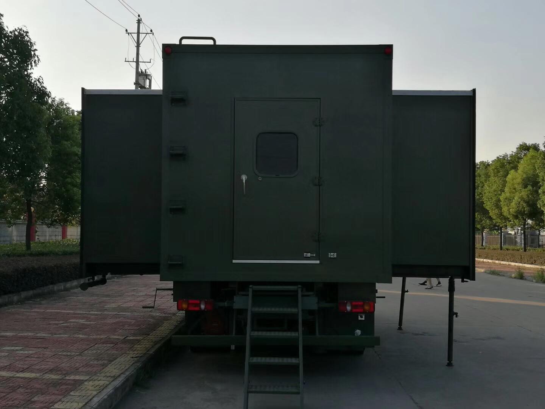 重汽豪沃宿營車 (70)