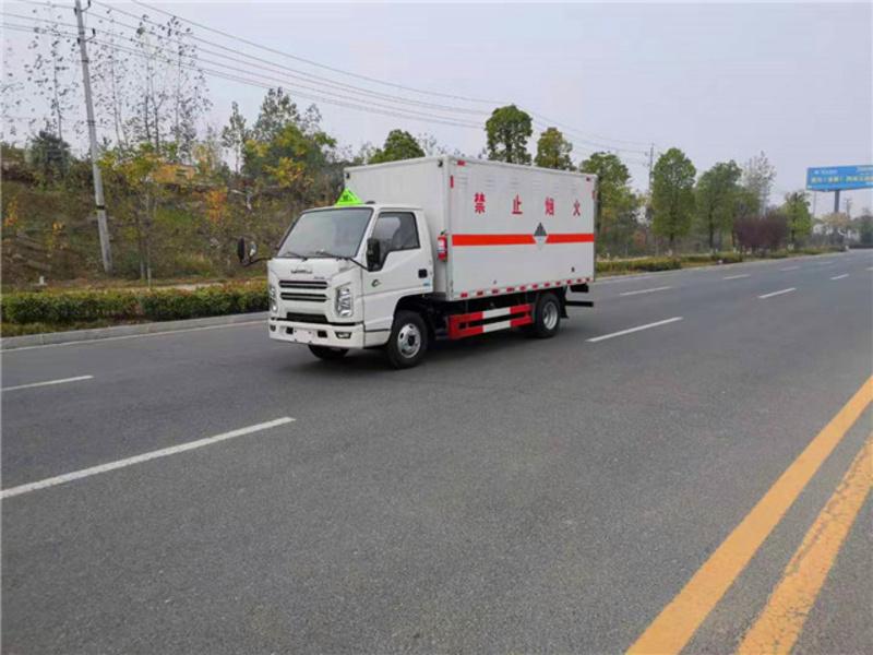 程力危险品厢式运输车厂家分享车辆漏油原因和防范措施