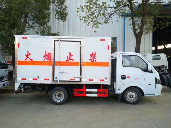 三類東風途逸3米易燃液體廂式運輸車最低價圖片