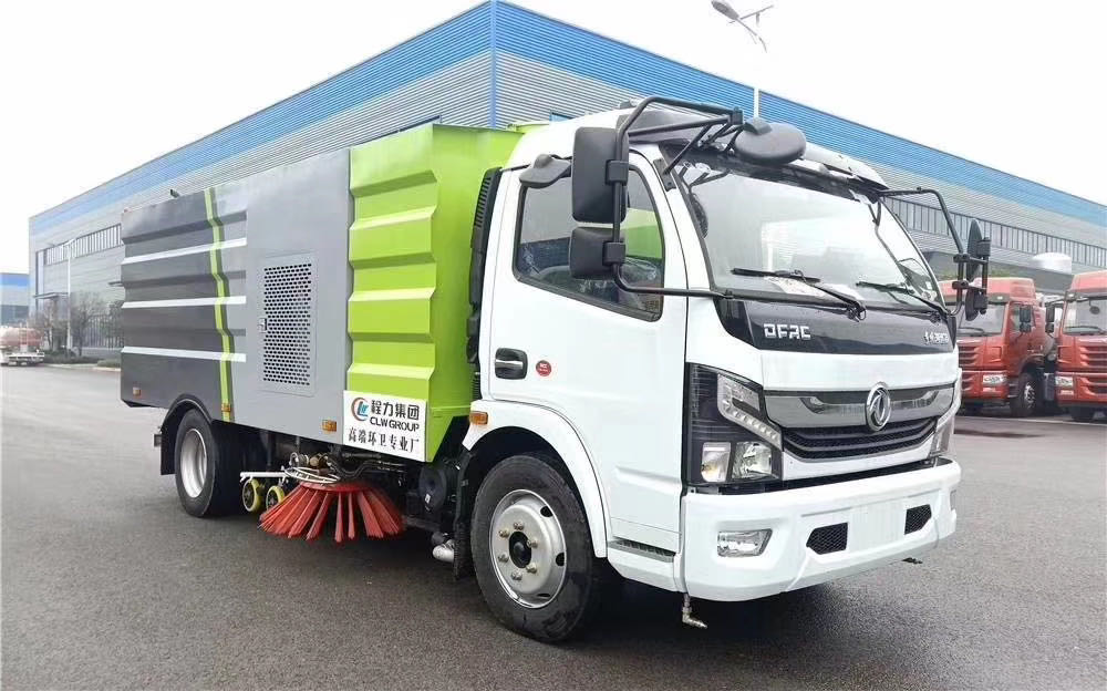国六大多利卡洗扫车,4方水箱/5方尘箱,朝柴170马力发动机,3800mm轴距。图片