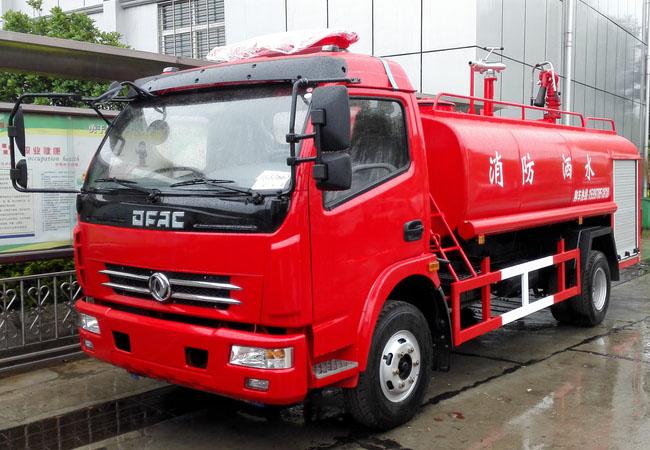 東風多利卡6噸消防灑水車