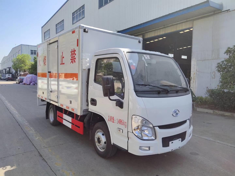 躍進小福星柴油版國五廂式車3米3危險品運輸車圖片
