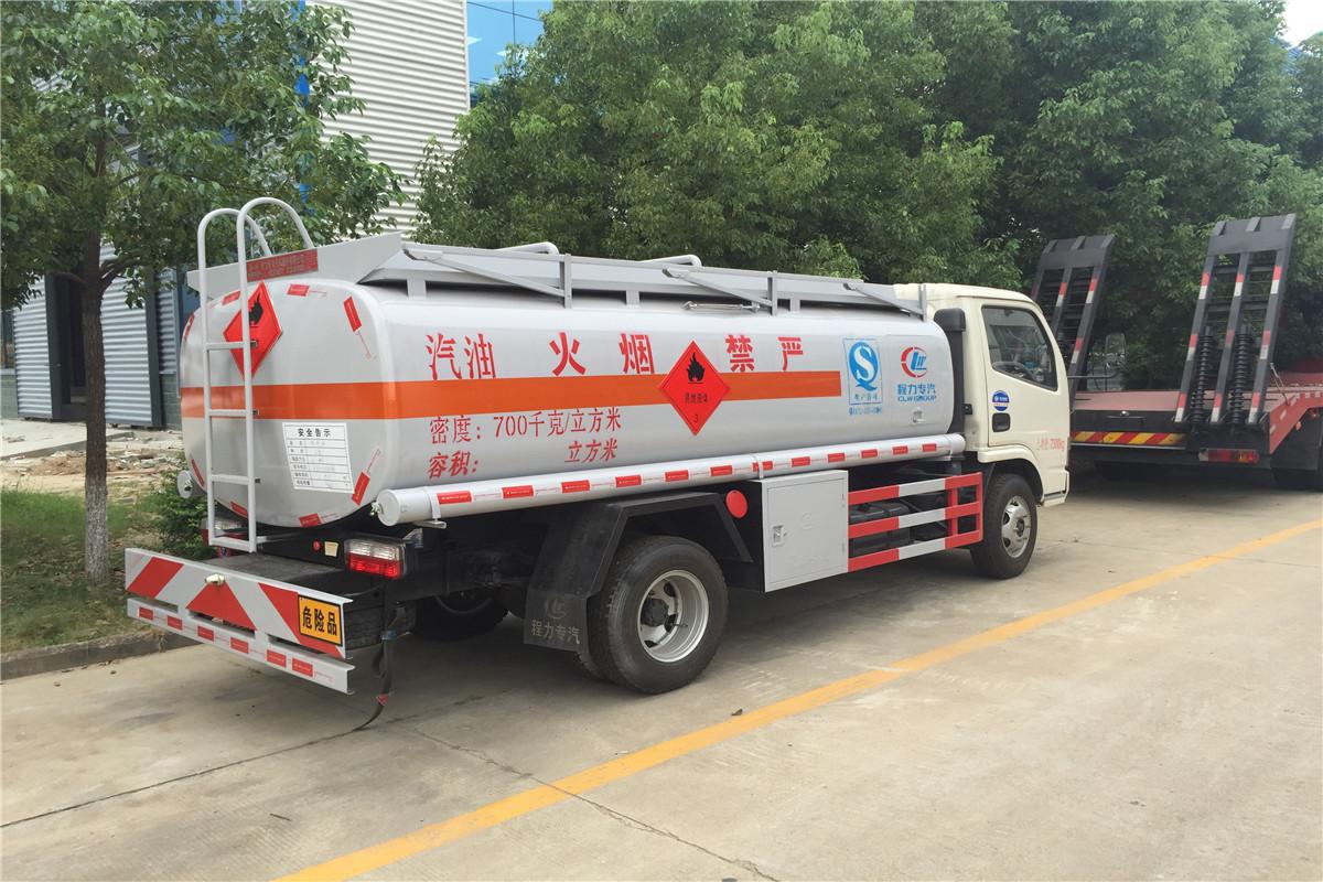 東風小多利卡油罐車價格 5噸加油車有什么樣的型號
