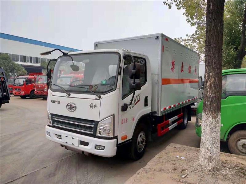 二類解放4米2易燃氣體廂式運輸車在哪里買圖片