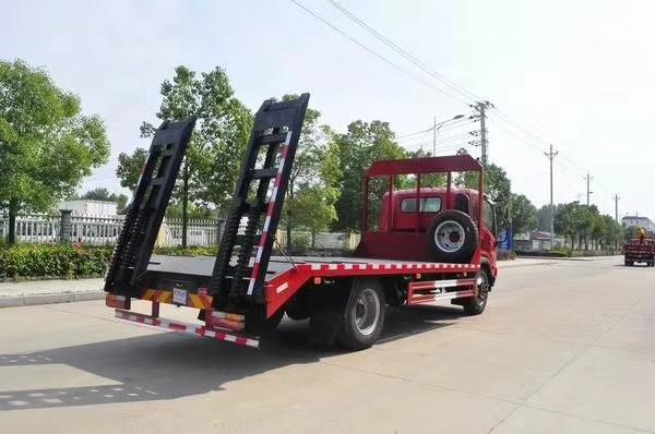 大运平板挖机拖车拉180挖机拖车图片