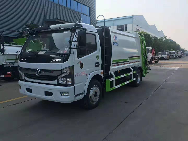 压缩式垃圾车配240L塑料垃圾桶作业