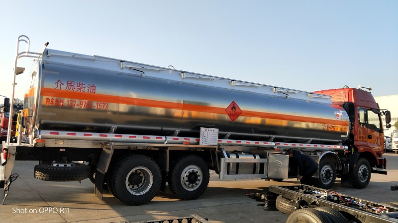 福田歐曼前四后六油罐車廠家降價出售包上戶可分期視頻