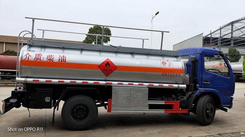东风多利卡国五7.6方油罐车装8吨加油车配置 图片视频