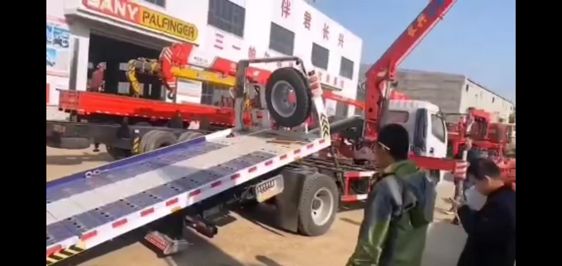 东风多利卡清障车带5吨吊机