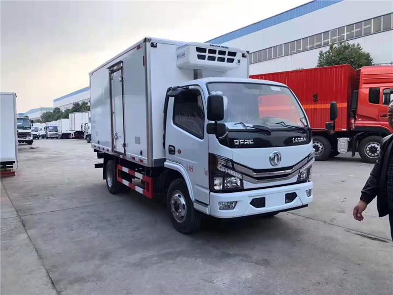 东风多利卡4.2米国六小型冷藏车