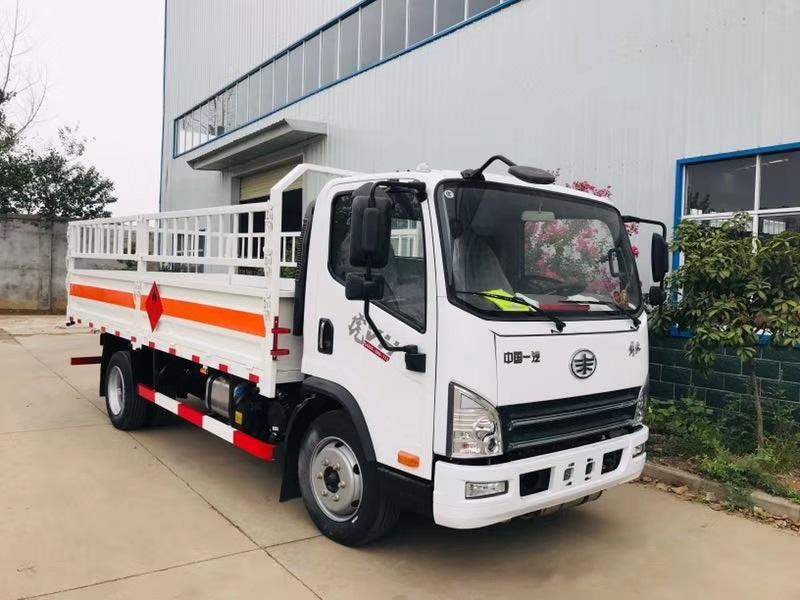 解放虎V危险品4米2液压石油气、气瓶运输车厂家批发视频