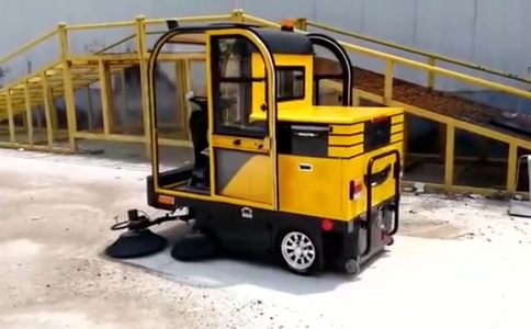 四轮小型扫路车 电动扫路车视频