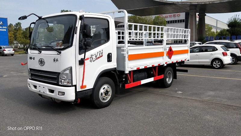 解放虎V易燃氣體運輸車 藍牌4米2液壓石油氣專用車視頻