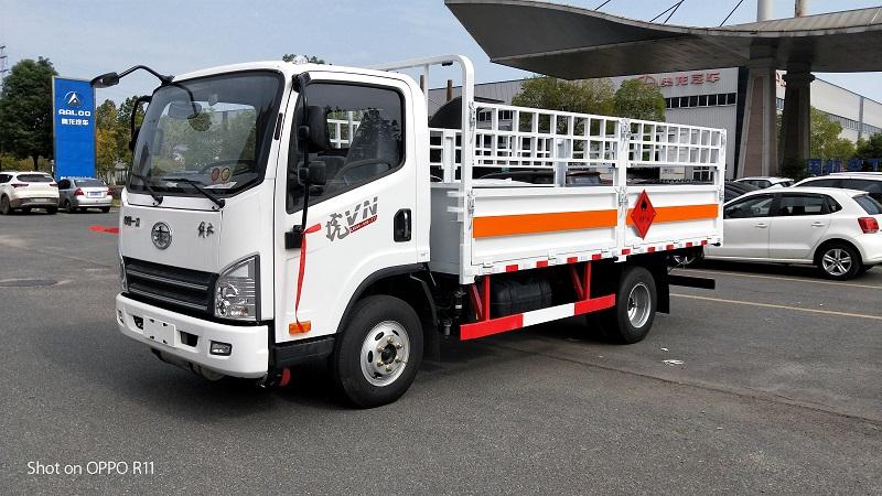 解放虎V氣瓶運輸車 藍牌4米2危險品易燃氣體運輸車視頻