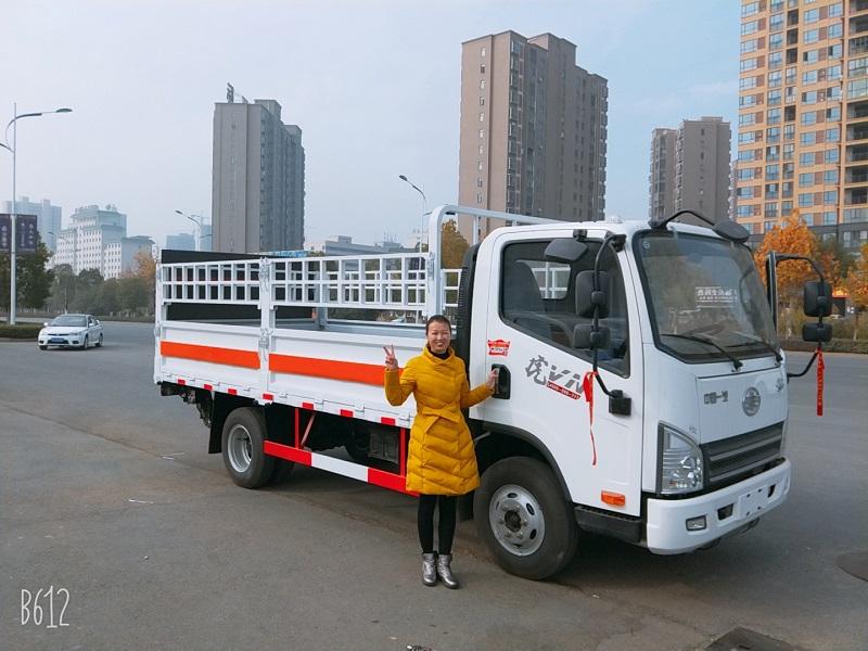 解放虎V藍牌4米2氣瓶欄板運輸車(帶液壓尾板)參數 視頻