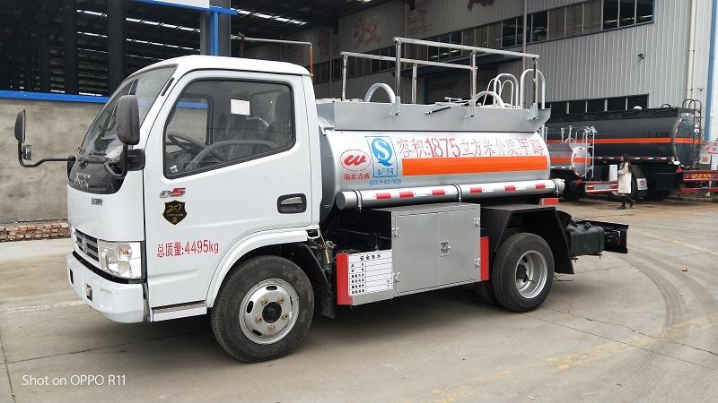 蓝牌2吨甲醇易燃液体罐式运输车 甲醇车生产厂家视频视频