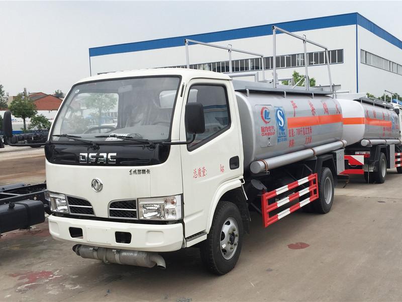 東風小多利卡油罐車價格 5噸加油車有什麽樣的型號?