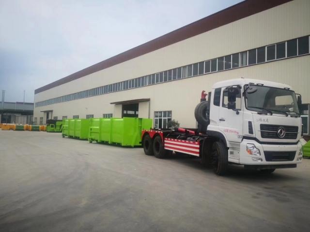 20吨东风天龙后八轮大勾臂垃圾车配套移动压缩垃圾箱图片