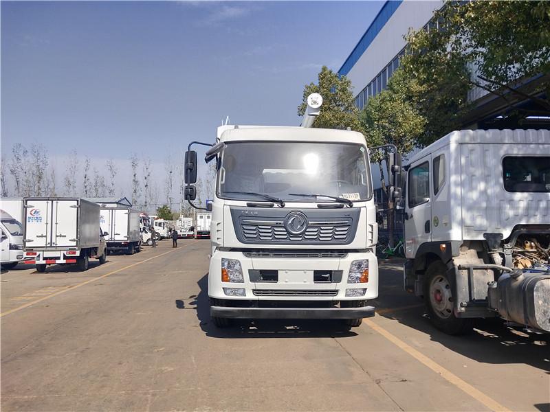 东风天锦小三轴30方(15吨)饲料运输车