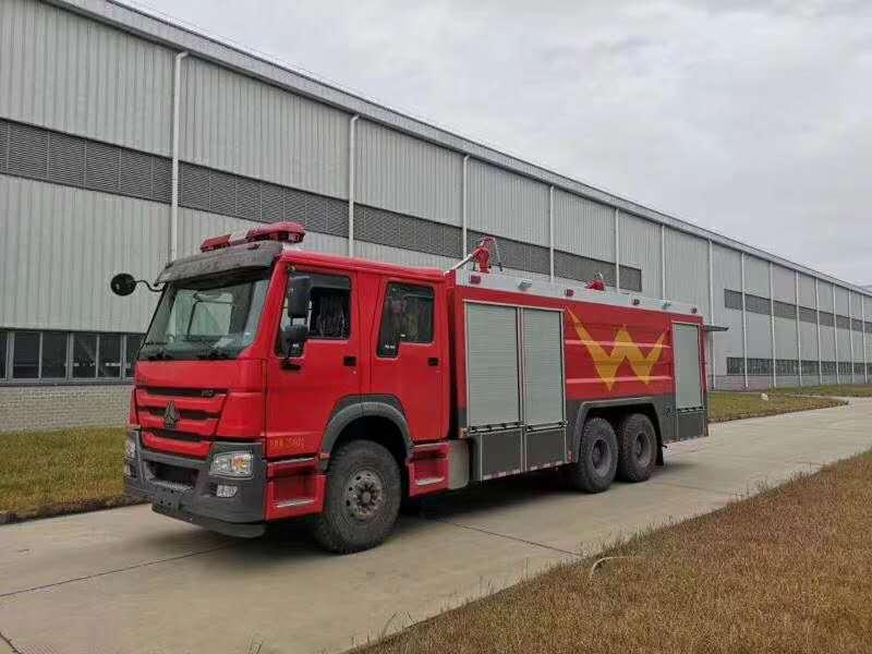 重汽豪沃干粉泡沫水联用消防车图片