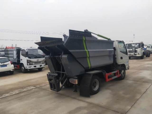国六凯马无泄漏5吨挂桶垃圾车图片