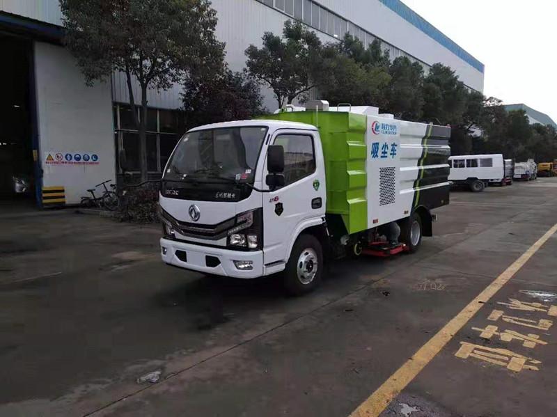 道路清扫车厂-东风国六多利卡吸尘车